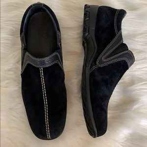 COLE HAAN suede leather slip on loafers waterproof